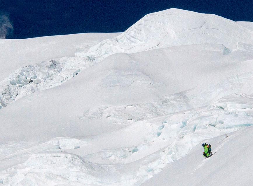 Kilian Jornet llega a los 6800 msnm en su camino de ascenso al Everest