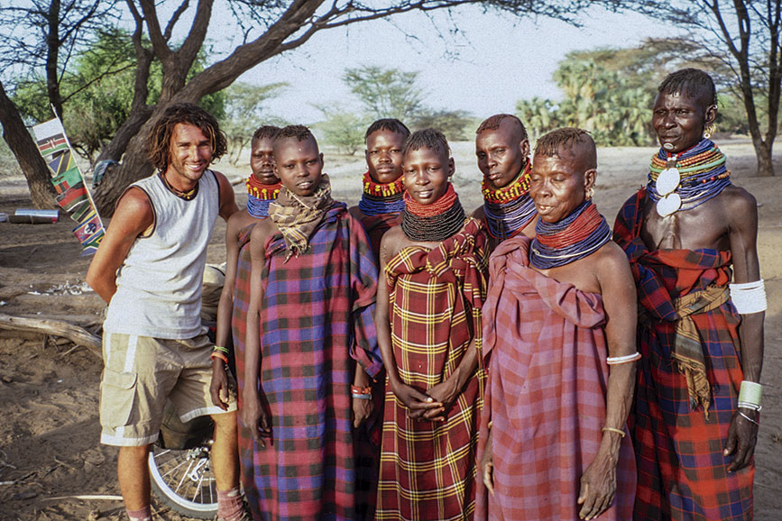 Con integrantes de tribu Turkana, Norte de Kenia 2003