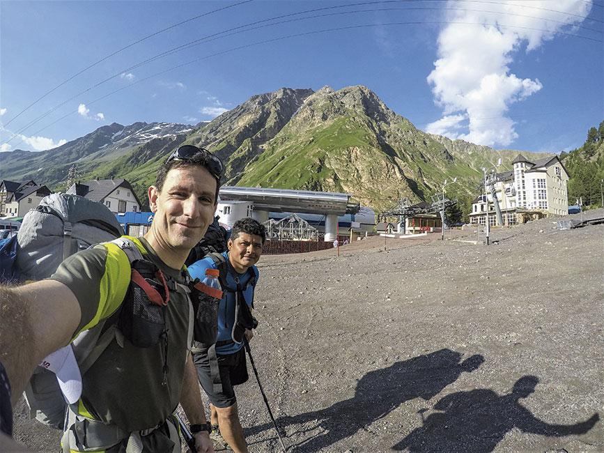 En la estación del teleférico Azau en 2300 msnm